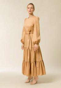 IVY & OAK - ANKLELENGHT - Maxi dress - gold - 0