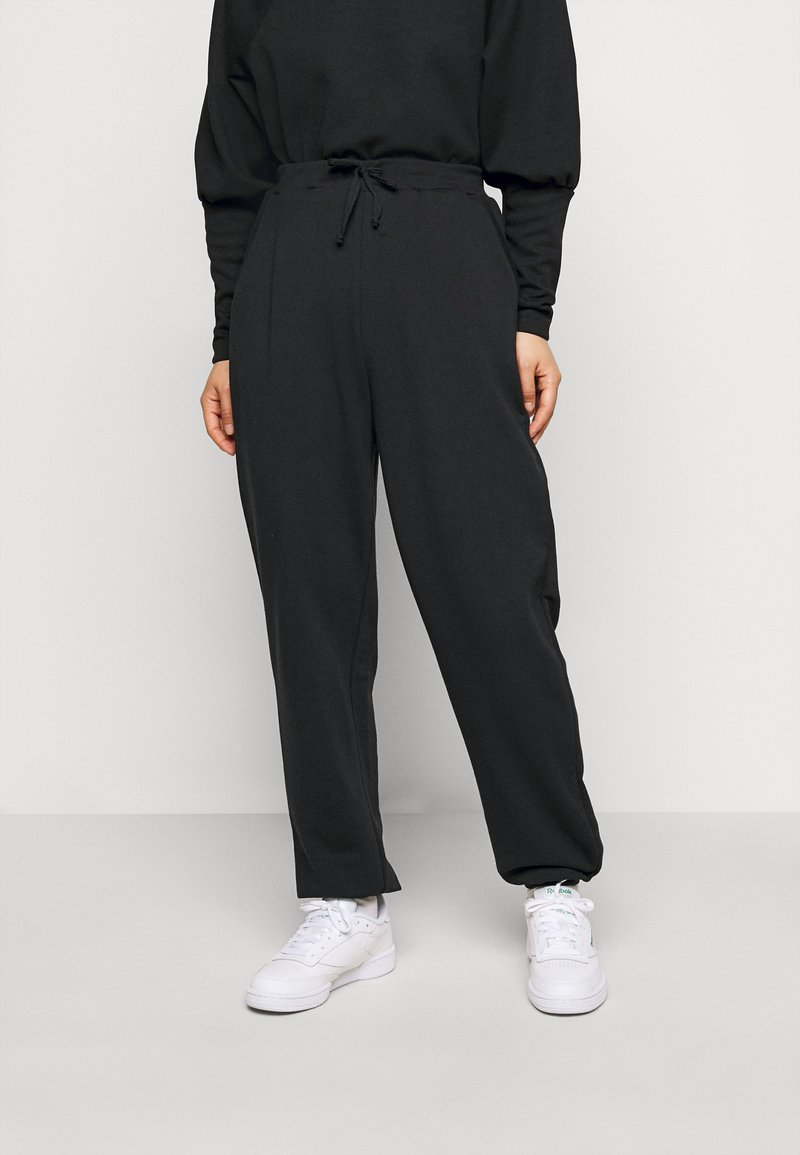 Pieces Petite - PCROKKA  - Tracksuit bottoms - black