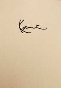 Karl Kani - UNISEX SMALL SIGNATURE HOODY  - Felpa con cappuccio - sand - 5