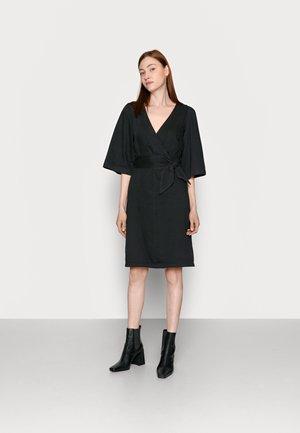 VMFAYE DRESS - Dongerikjole - black