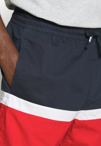 Tommy Jeans - COLORBLOCK BASKETBALL - Shorts - twilight navy/multi - 4