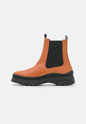 VMBELL BOOT - Platform ankle boots - cognac