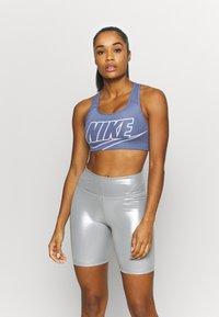 Nike Performance - FUTURA BRA - Sport-BH mit mittlerer Stützkraft - world indigo - 0
