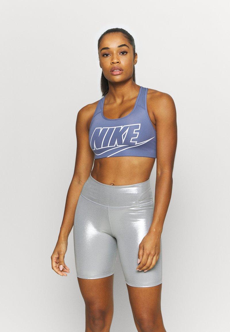 Nike Performance - FUTURA BRA - Sport-BH mit mittlerer Stützkraft - world indigo