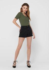 ONLY - JEANSSHORTS REGULAR FIT - Denim shorts - black - 1
