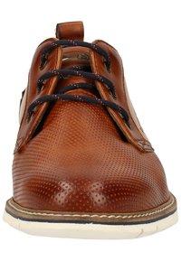 Bugatti - Elegantní šněrovací boty - cognac/sand - 5