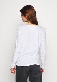 Tommy Jeans - SOFT LONGSLEEVE - Long sleeved top - white - 2