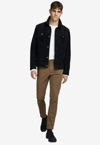 Jack & Jones - MARCO BOWIE  - Pantalones chinos - dark earth