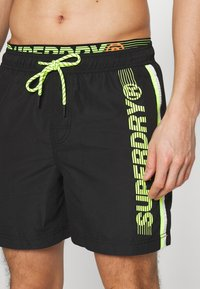 Superdry - STATE VOLLEY SWIM - Surfshorts - black - 3