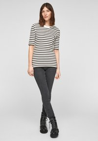 s.Oliver - Print T-shirt - offwhite stripes - 1