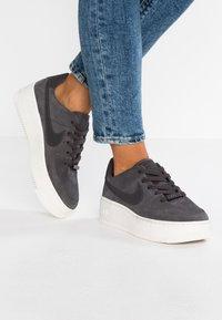 Nike Sportswear - AIR FORCE 1 SAGE - Sneakers laag - night stadium/phantom - 0