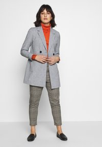 Vero Moda Petite - VMDORIT JACKET BOOS - Short coat - light grey melange - 1