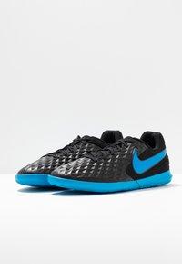 Nike Performance - TIEMPO LEGEND 8 CLUB IC - Indoor football boots - black/blue hero - 2