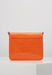 HVISK - CAYMAN SHINY STRAP BAG - Borsa a tracolla - orange - 3