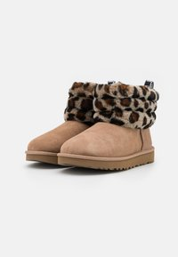 UGG - FLUFF MINI QUILTED LEOPARD - Classic ankle boots - amphora - 2
