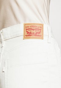 Levi's® - MILE HIGH BUTTONS - Flared jeans - defined twill birch - 5