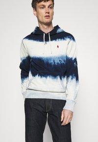 Polo Ralph Lauren - INDIGO COTTON-BLEND HOODIE - Sweatshirt - dark indigo cloud wash - 4