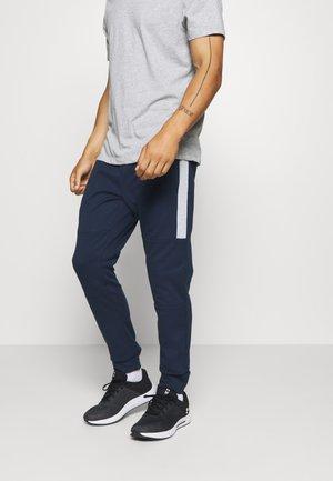 JJIWILL JJSEEN PANT - Teplákové kalhoty - navy blazer