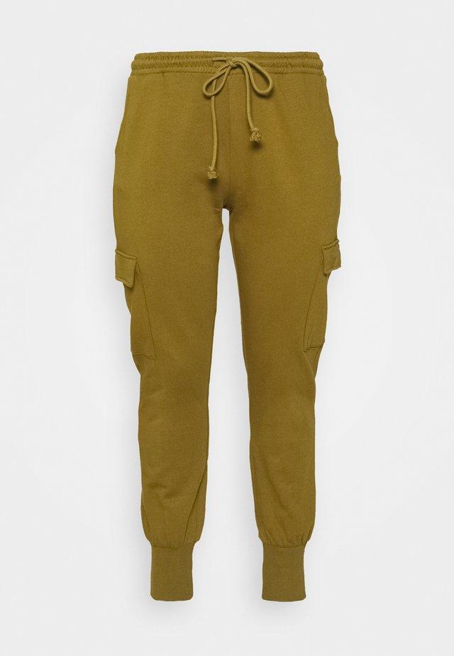 VMMERCY PANT - Pantaloni sportivi - fir green