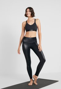 Hunkemöller - LEGGING SHINY - Leggings - black - 1