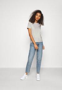 Wood Wood - ARIA - Basic T-shirt - dusty white - 1