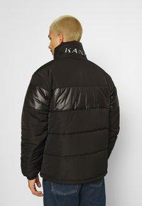 Karl Kani - OG REVERSIBLE CAMO PUFFER JACKET - Winter jacket - black - 2