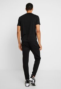 Armani Exchange - JOGGER - Jogginghose - black - 2