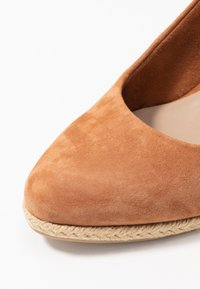 Tamaris - SLING BACK - Wedges - cognac - 2