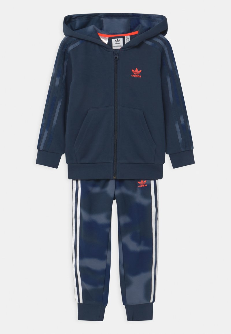 adidas Originals - CAMO HOODED SET UNISEX - Tracksuit - crew navy/crew blue