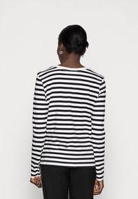 Selected Femme - SLFSTANDARD TEE  - Långärmad tröja - black/bright white - 2