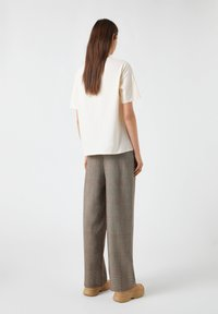 PULL&BEAR - Print T-shirt - beige - 2