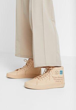 SK8 VIVIENNE WESTWOOD - Skate shoes - tan