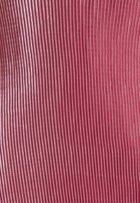 Missguided - VELVET PLISSE KNOT STRAP DETAIL  - Koktejlové šaty/ šaty na párty - dark pink - 2