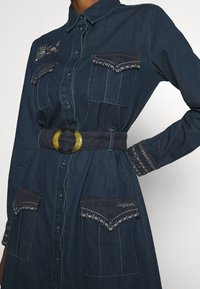 Desigual - VEST CASTIEL - Denim dress - denim medium - 6