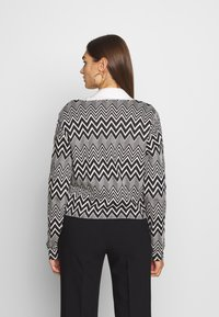 ONLY - ONLVIGGA ZIGZAG CARDIGAN JRS - Kardigan - cloud dancer/zigzag black - 2