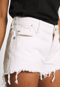 Diesel - RIFTY - Shorts di jeans - white - 4