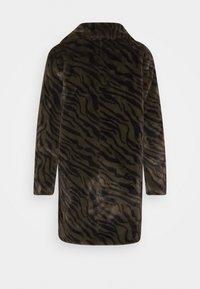 Esqualo - COAT ZEBRA LONG - Classic coat - olive - 1