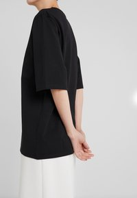 Filippa K - LONG CREW NECK - Basic T-shirt - black - 5