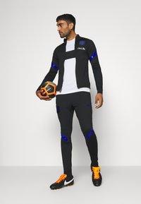 Nike Performance - NIEDERLANDE DRY SUIT - Koszulka reprezentacji - black/bright blue - 1