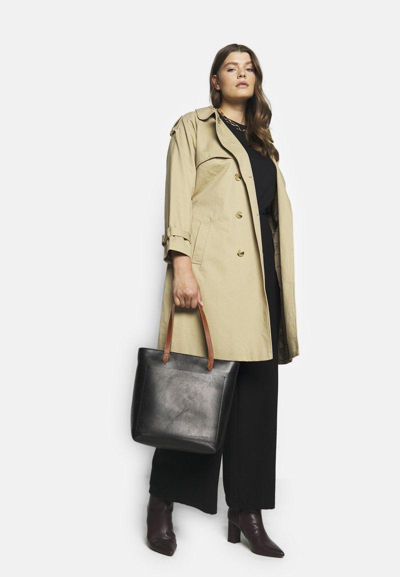 Madewell - MEDIUM TRANSPORT TOTE ZIPPER - Handbag - true black/brown