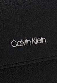 Calvin Klein - SADDLE BAG - Håndveske - black - 4