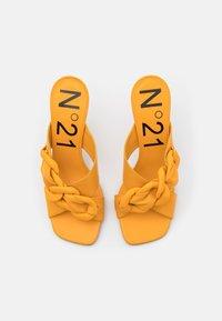 N°21 - MULE - Pantofle na podpatku - yellow - 4
