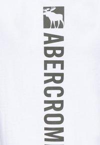 Abercrombie & Fitch - FLEX ITEM  - Print T-shirt - white - 2
