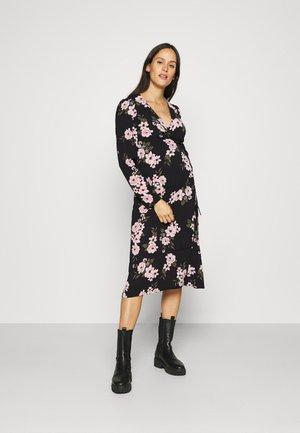 PCMCATALINA WRAP DRESS  - Vapaa-ajan mekko - black