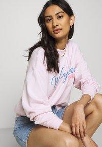Wrangler - HIGH RETRO - Sweatshirt - cradle pink - 3