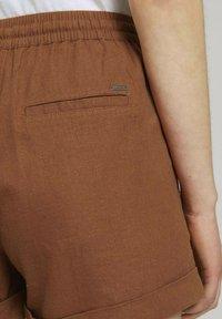 TOM TAILOR DENIM - Shorts - amber brown - 3