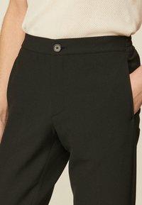 sandro - Trousers - noir - 4
