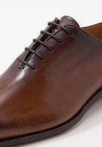 Cordwainer - ARMAND - Elegantní šněrovací boty - turin castagna - 6