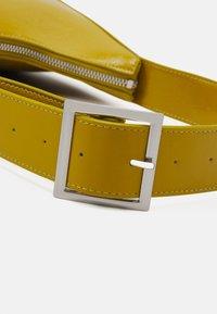 Monki - HAYDEN BAG - Håndtasker - khaki patent - 3