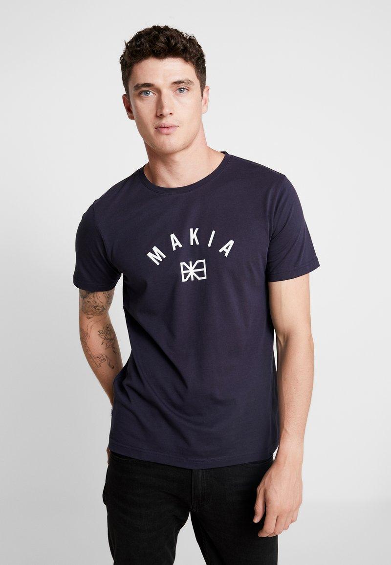 Makia - BRAND - Printtipaita - dark blue